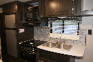 Kitchen : 2019-HEARTLAND-25LX