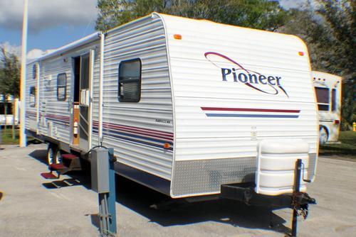 2004 Fleetwood Pioneer