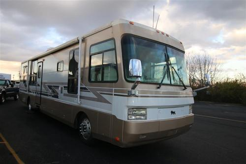 Used 2002 Monaco Safari 3996 Class A - Diesel For Sale