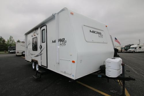 Used 2014 Flagstaff Microlite 23FB Travel Trailer For Sale