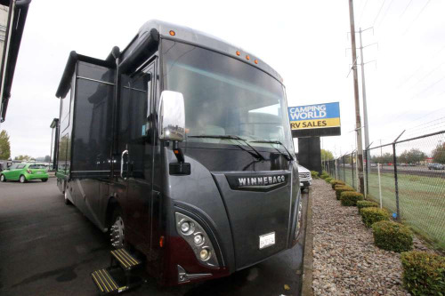 Living Room : 2016-WINNEBAGO-38P