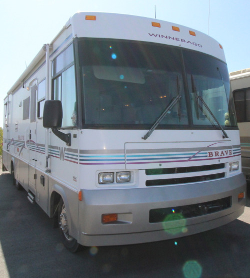 Exterior : 2000-WINNEBAGO-33V-WORKHORSE