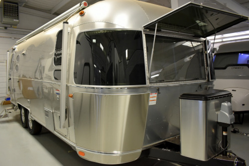Exterior : 2020-AIRSTREAM-25FB QUEEN