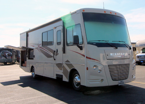 Exterior : 2017-WINNEBAGO-29VE