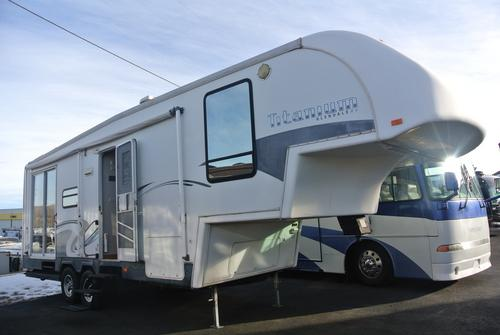 Used 2005 Glendale Titanium 28E33DS Fifth Wheel For Sale
