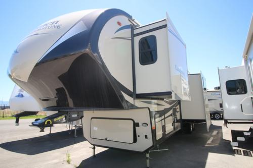 Bedroom : 2018-COACHMEN-395RL