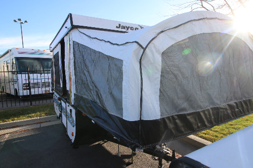 Kitchen : 2019-JAYCO-10SD