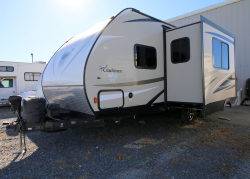 Bedroom : 2017-COACHMEN-229TBS