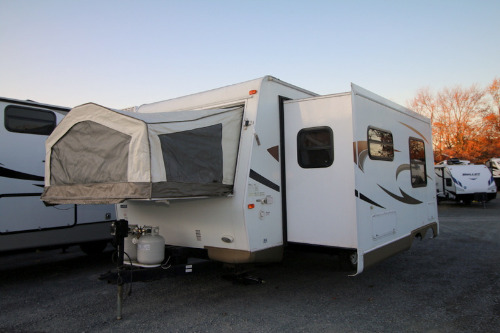 Exterior : 2011-FOREST RIVER-21SS