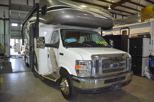 Bedroom : 2014-WINNEBAGO-31RP