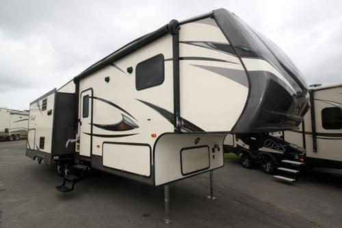 5Th Wheel Campers >> New Or Used Fifth Wheel Campers For Sale Camping World Rv Sales
