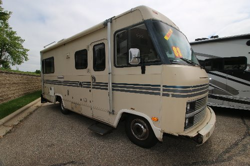 Exterior : 1988-WINNEBAGO-22RC