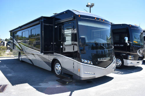 Bedroom : 2016-WINNEBAGO-38R