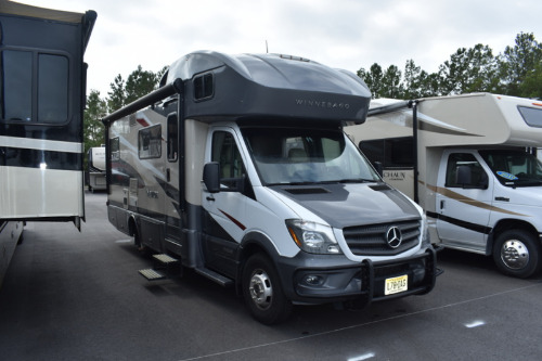 Bedroom : 2017-WINNEBAGO-24G