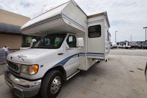 Exterior : 2003-WINNEBAGO-29B-FORD