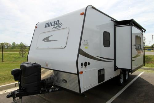 Used 2015 Flagstaff Microlite 21FBS Travel Trailer For Sale