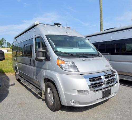 RV : 2019-WINNEBAGO-59G