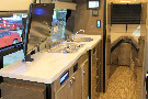 Kitchen : 2017-WINNEBAGO-170A
