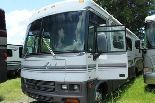 Bedroom : 2001-WINNEBAGO-M-35U
