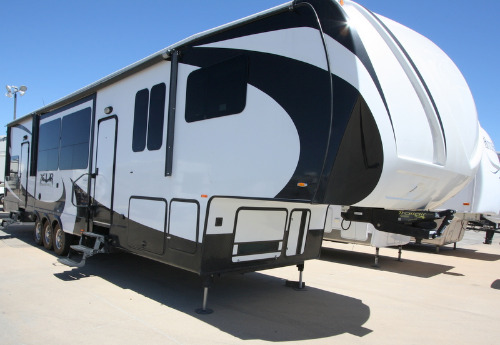 Exterior : 2013-FOREST RIVER-380AMP