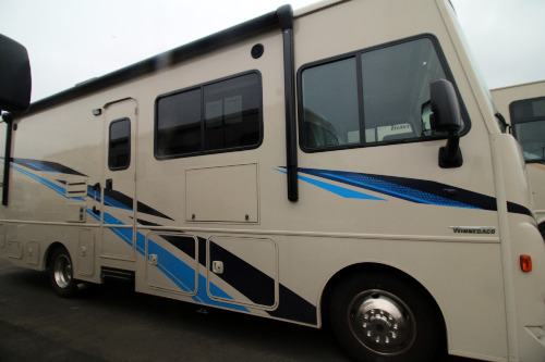 Kitchen : 2019-WINNEBAGO-27PE