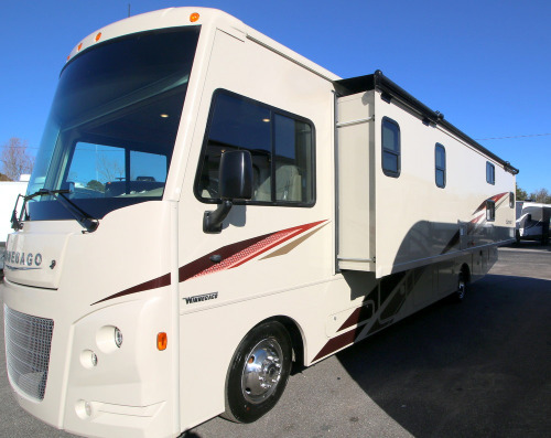 Kitchen : 2019-WINNEBAGO-31BE
