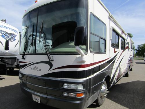 Bedroom : 2005-NATIONAL RV-M-396