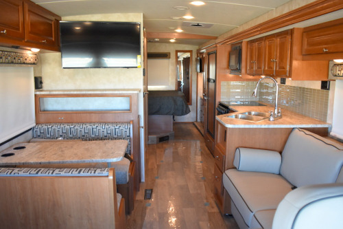 Living Room : 2020-WINNEBAGO-29VE