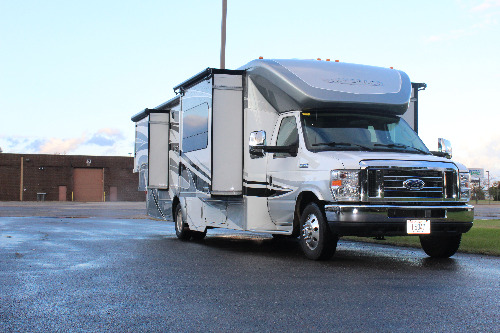 Bedroom : 2016-WINNEBAGO-30J