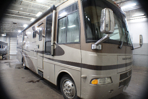 Bedroom : 2004-HOLIDAY RAMBLER-37PCT WORKHORSE