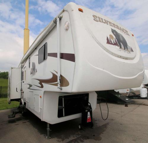 Exterior : 2008-FOREST RIVER-M30LRL