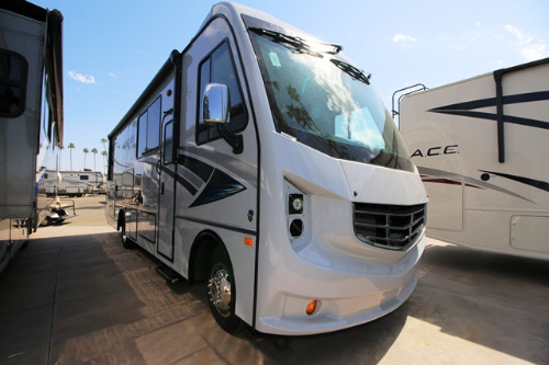 Exterior : 2018-HOLIDAY RAMBLER-29M