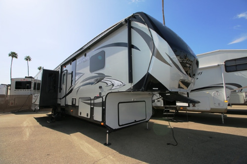 Exterior : 2015-KEYSTONE-331RE