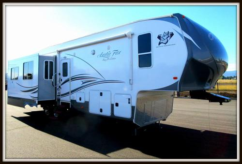 Used 2013 Arctic Fox Arctic Fox 35-5Z Fifth Wheel For Sale
