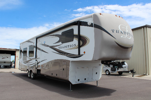 Exterior : 2013-DRV LUXURY SUITES-385RSS