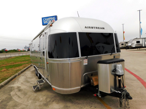 Exterior : 2018-AIRSTREAM-26RB TWIN