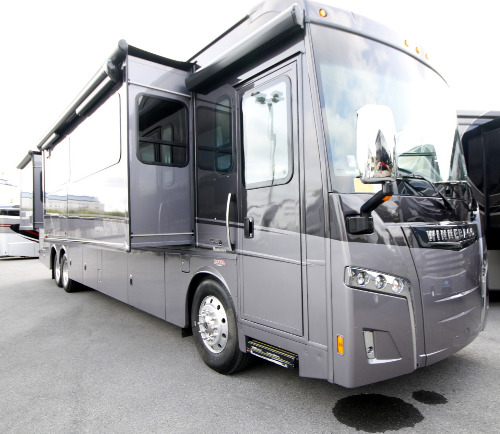 RV : 2019-WINNEBAGO-42Q