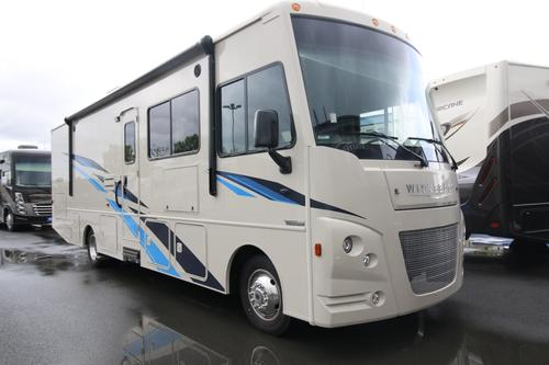 Bathroom : 2019-WINNEBAGO-31BE
