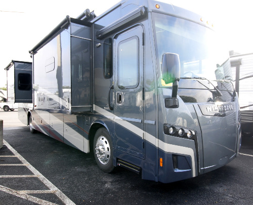 RV : 2019-WINNEBAGO-38F