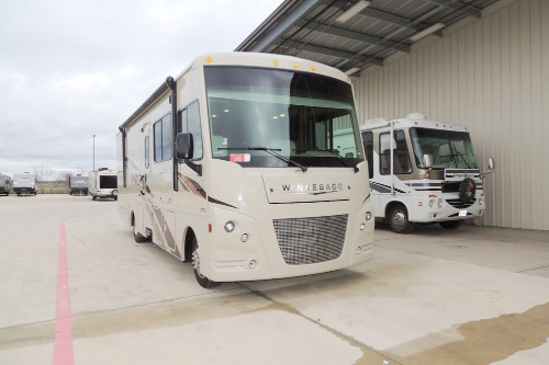 Cab : 2019-WINNEBAGO-31BE