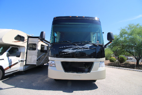 Exterior : 2009-TIFFIN-35TSB