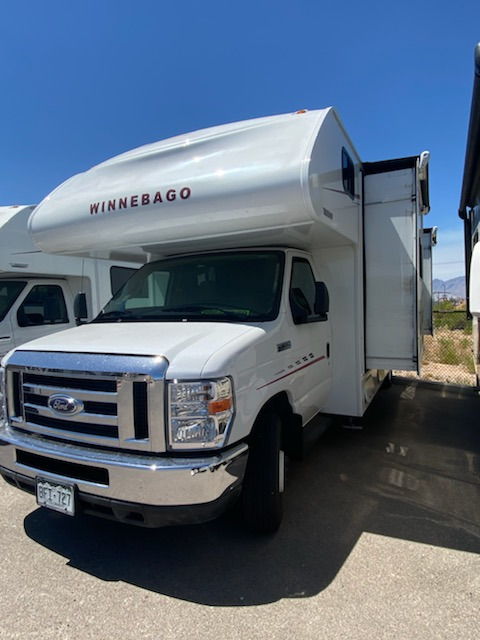 Bedroom : 2019-WINNEBAGO-27D