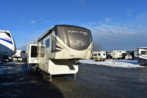 Exterior : 2019-JAYCO-387RDFS