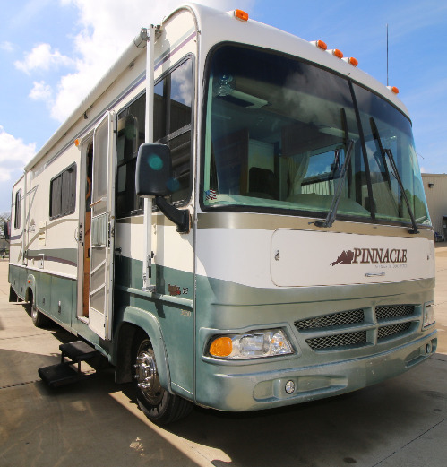 Exterior : 2000-MOUNTAINHIGH COACHWORKS-3050