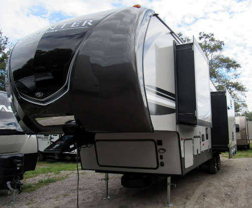 Keystone sprinter campfire rvs for sale rvs near america choice winter garden for Camping world winter garden fl