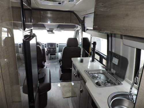 Bathroom : 2019-WINNEBAGO-170A