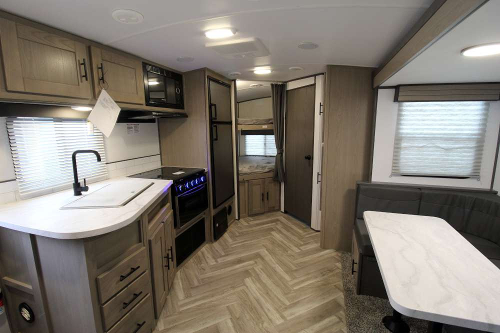 2021 Cruiser RV id240bhs