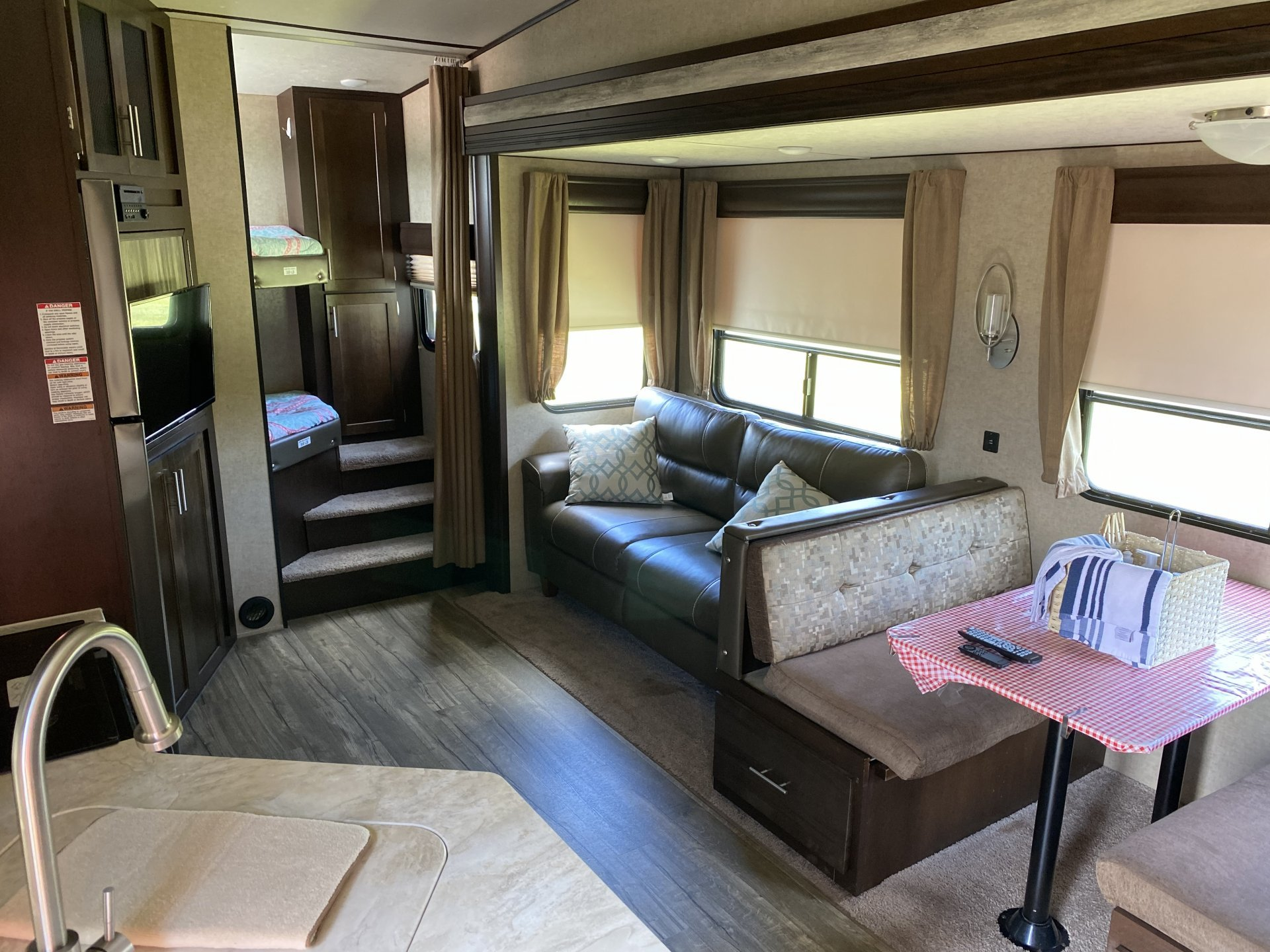 2017 FOREST RIVER ARCTIC WOLF 265DBH8