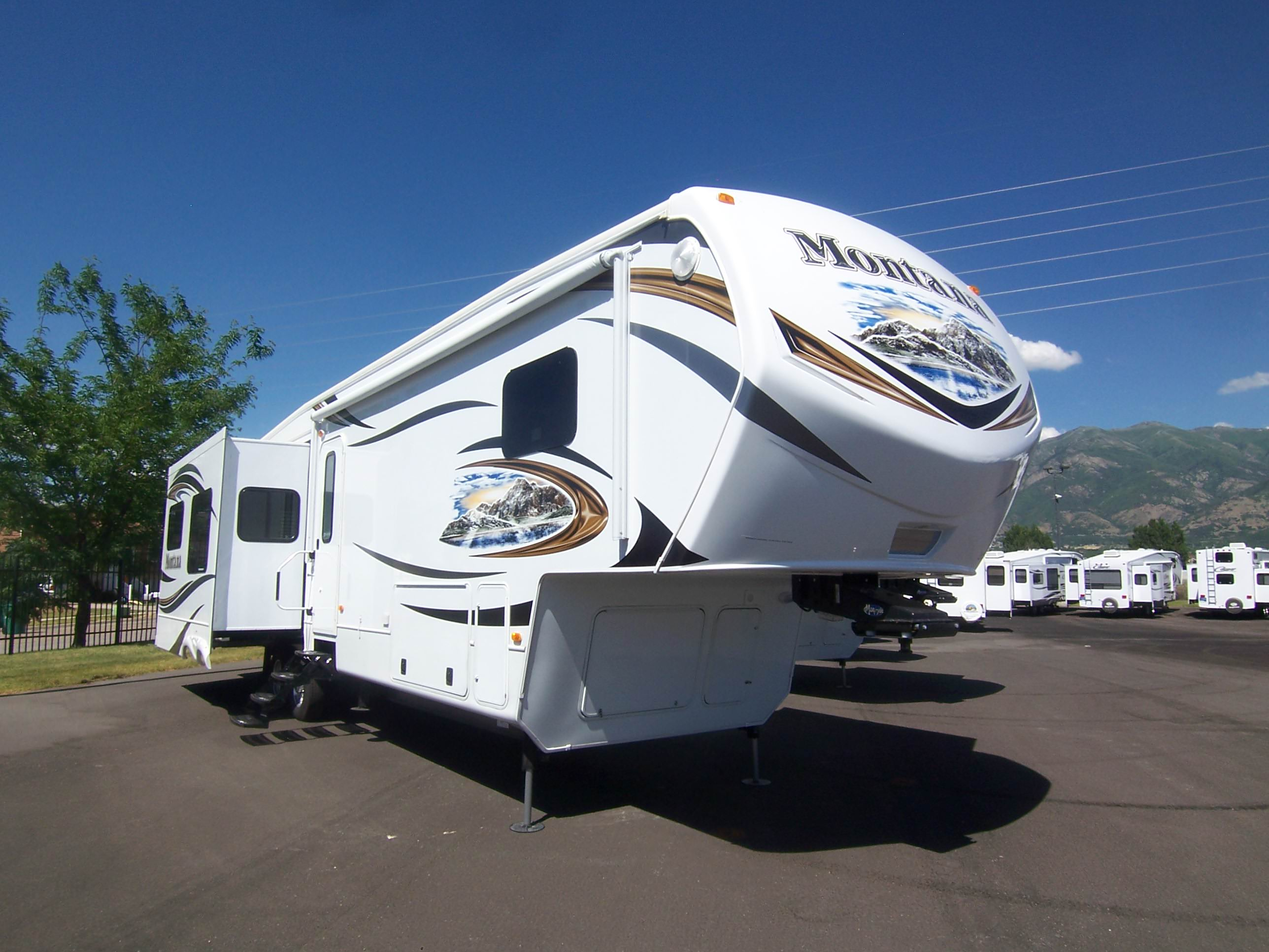 The 1 Fifth Wheel For Fall And Winter Camping Blaine