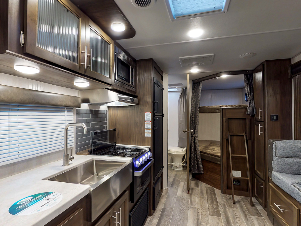 GreyWolf23DBH2019wideinteriorbunks